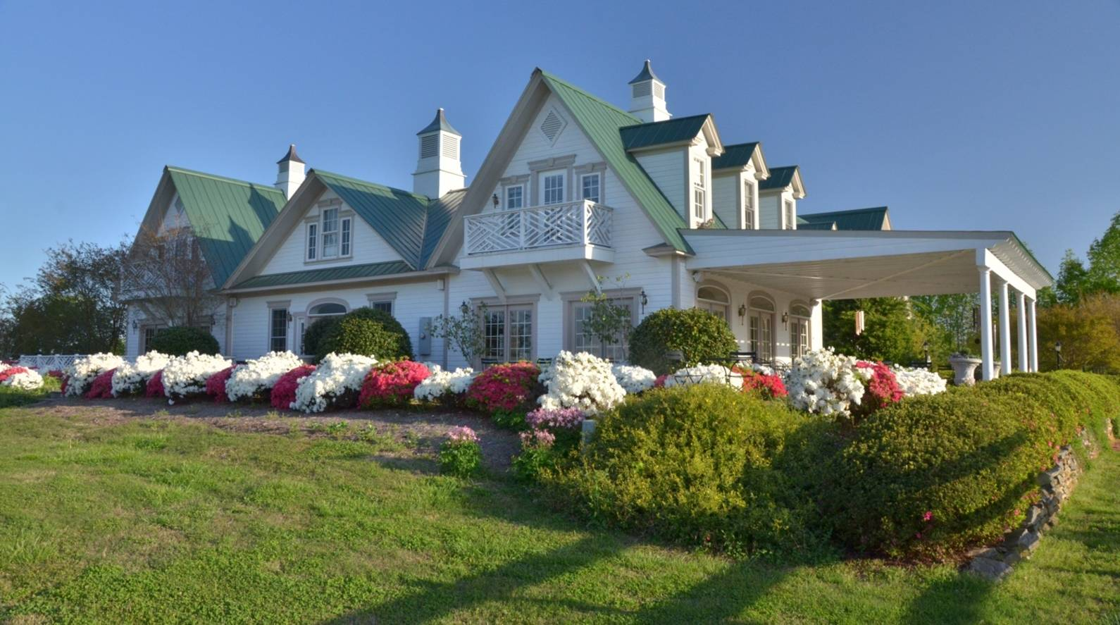 Landrum SC Bed and Breakfast: A Romantic Getaway in SC | Red